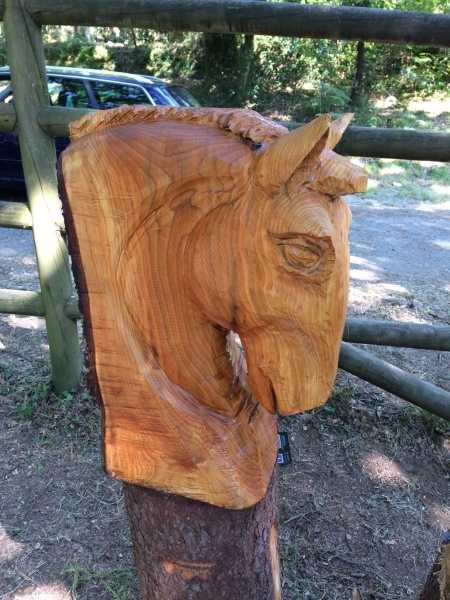 chainsaw escultura a motosierra caballo